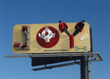 Publicidad creativa para tu negocio en forma de valla de la marca Ikea formada por muebles en relieve.